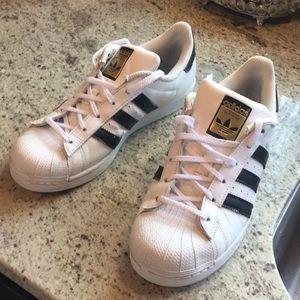 Adidas Men's Black & White Superstar